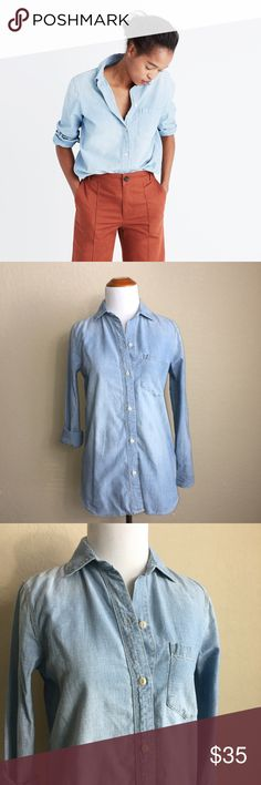 chambray ex-boyfriend shirt in buckley wash In excellent condition, Size XXS Run a little big✨ Smoke Free Home   A timeless button-down in a soft chambray that's been lightly distressed along the edges for that perfectly worn-in, Dad's-favorite-shirt feel. Slightly oversized with ready-to-roll sleeves, this version is just right. Madewell Tops Tees - Long Sleeve