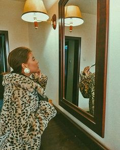 Sara Carvajal de Popa (@saracarvajaldepopa) • Instagram photos and videos Photo And Video, Instagram, Videos, Photos, Painting, Outfits, Furniture, Home Decor, Art