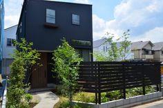 色々な板塀 | ウッドシップ【woodship】 Garage Doors, Deck, Outdoor Decor, Home Decor, Decoration Home, Room Decor, Front Porches, Home Interior Design, Decks