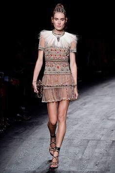 Valentino Spring 2016 Ready-to-Wear Fashion Show