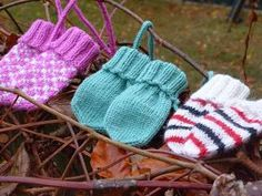 Ravelry: Lilly No-thumb Mittens pattern by Sofie Hillersand Baby Mittens Knitting Pattern, Baby Hat And Mittens, Crochet Baby Mittens, Baby Hats Knitting, Knit Mittens, Knitted Gloves, Knitting For Kids, Knitting Patterns Free, Knit Crochet