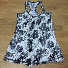 Racerback tank top EUC, no signs of wear, damage, rips or stains. 100% cotton, lightweight, made in Cambodia. Cream background with all over black & gray daisy print. Racerback style. Perfect layering piece for spring & perfect tank for summer! Full Tilt Tops Tank Tops