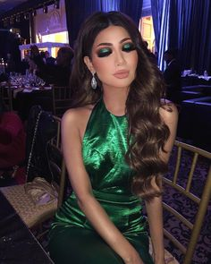 """Boss Lady"" Long Black Wig With Brown Highlights Glam Makeup, Makeup Inspo, Eyeshadow Makeup, Makeup Inspiration, Beauty Makeup, Hair Beauty, Green Eyeshadow, Makeup Eyes, Frauen Mittleren Alters"