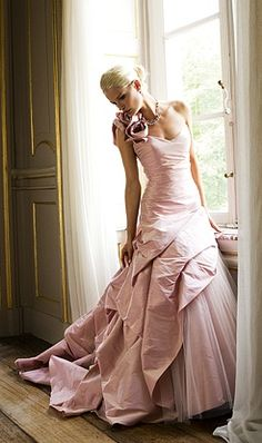 Colored wedding dresses, especially pink, are really pretty! Linea Raffaelli dress