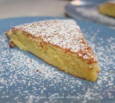 """ou gâteau aux amandes extra moelleux. J'ai trouvé la recette sur le blog """"Les délices d'Hélène"""" Un gâteau sans farine et avec très peu d'ingrédients en fait, Un gâteau vite fait, vite cuit, et extrêmement bon et fondant. Il vous faudra : 200 g de poudre..."""