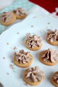 Zuckerkekse mit Nutellacreme Sasibella