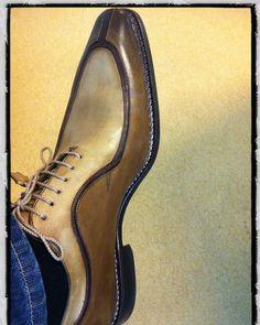 jeans and dress shoes men Gents Shoes, Men Dress, Dress Shoes, Dress Clothes, Herren Style, Simple Shoes, Formal Shoes For Men, Hot Shoes, Shoes Men