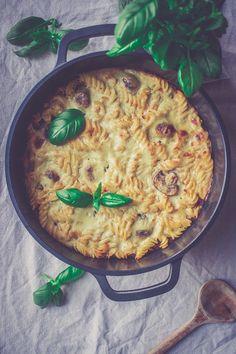 Vegaaninen herkkusieni- makaronivuoka I Love Food, Paella, Curry, Food And Drink, Ethnic Recipes, Curries