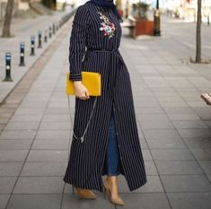striped open dress with jeans-How to get hijab trendy looks – Just Trendy Girls Modern Hijab Fashion, Abaya Fashion, Muslim Fashion, Modest Fashion, Fashion Outfits, Hijab Chic, Hijab Dress, Hijab Outfit, Modest Dresses