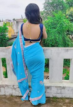 Bridal Bun, Simple Sarees, Blouse Designs Silk, Saree Photoshoot, Baby Images, Beautiful Hijab, Beautiful Women, Indian Beauty, Sexy Women