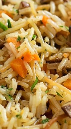 This mushroom pilaf is easy to make and turns out perfect every time! It's so simple and flavorful, you'll want to make it again & again! Rice Side Dishes, Vegetable Side Dishes, Pasta Dishes, Vegetable Recipes, Food Dishes, Vegetarian Recipes, Vegetable Rice, Veggie Food, Casserole Recipes