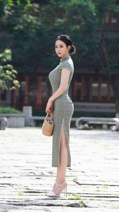 Woman - -Asian Woman - - Asian Woman Selena Gómez: ¡natural y perfecta de día! Cute Asian Girls, Beautiful Asian Women, Asian Fashion, Orange Fashion, High Fashion, Asian Woman, Asian Beauty, Fashion Dresses, Cheongsam