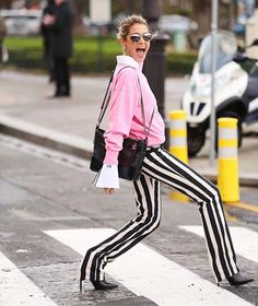 Glamour - When it finally hits 70 degrees in NYC! Look Street Style, Street Style Looks, Helena Bordon, Nasa Clothes, Diana Fashion, Glamour, Fashion Outfits, Womens Fashion, Pop Fashion