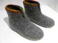 Fritidsgarn - garn til filtning - kun 25 kr. Hand Knitted Sweaters, Sweater Knitting Patterns, Arm Knitting, Knitting For Kids, Knitting Socks, Knitted Hats, Knitting Projects, Felted Slippers Pattern, Felt Boots
