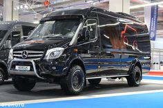 Nowe Mercedes-Benz Sprinter 519 - 90 000 EUR, 10 km, 2018 - otomoto. Sprinter Bus, Sprinter Camper Conversion, Mercedes Sprinter Camper, Motorcycle Camping, Camping Car, Camping World, Mercedes Van, Luxury Van, Vw Crafter