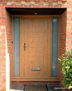 Irish Oak composite door with matching adjacent sidescreens in PVC. The sidescreens are glazed with an outer pane of 6.4mm white laminate glass.
