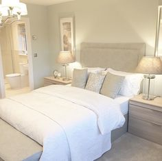 Peaceful, calm colour on the wall - Home decor - Bedding Master Bedroom Dream Rooms, Dream Bedroom, Home Decor Bedroom, Bedroom Ideas, Lighting Ideas Bedroom, Taupe Bedroom, Calm Bedroom, Bedroom Boys, Bedroom Apartment