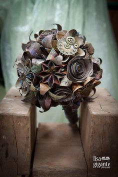 For a wedding like no other, the Steampunk Mixed Flowers Paper Origami Bouquet is an appropriate alternative for your special wedding. Steampunk Theme, Steampunk Crafts, Steampunk Wedding, Steampunk Fashion, Origami Bouquet, Diy Bouquet, Bride Bouquets, Paper Bouquet, Victorian Wedding Themes