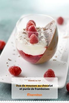 Verrine mousse aux 2 chocolats et framboises Verrines of white and dark chocolate mousse and raspberries, a magnificent dessert to make this evening! Cute Desserts, Desserts To Make, Homemade Desserts, Fall Desserts, Chocolate Desserts, Dessert Restaurants, Raspberry Desserts, Mousse Dessert, Mousse Fruit