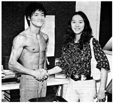 Today is the birthday of the famous martial artists and movie star Bruce Lee. On that occasion Irongangsta presents 27 rare pictures of him. Bruce Lee Art, Ben Bruce, Bruce Lee Martial Arts, Brandon Lee, Artiste Martial, Martial Artist, Karate, Bruce Lee Collection, Bruce Lee Pictures