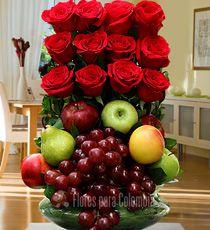 Flores para Colombia - Cumpleaños-Para Mamá Church Flower Arrangements, Fruit Arrangements, Beautiful Rose Flowers, Diy Flowers, Valentine Baskets, Flower Boxes, Floral Bouquets, Ikebana, Flower Designs