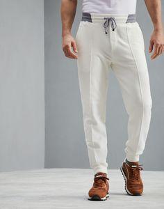 Recommendation Pantaloni Off-White Uomo Brunello Cucinelli Joggers Outfit, Fashion Joggers, Mens Joggers, Mens Clothing Guide, Mens Clothing Styles, Yoga Trousers, Sports Trousers, White Pants Men, Track Pants Mens