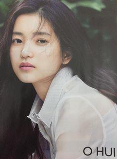 스퀘어 - 배우 김태리 90년대 인기 탤런트 이지은과 닮은꼴 Stunning Girls, Beautiful Asian Women, Beautiful Celebrities, Korean Actresses, Korean Actors, Kim Min Hee, Close Up Photos, Korean Celebrities, Interesting Faces