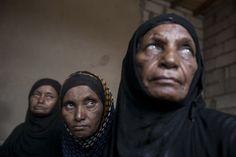 Mujeres desplazadas de los intensos combates en la gobernación de Sa'bah se encuentran en un asentamiento temporal en las afueras de Beni Hassan, en la provincia de Hajjah, al noroeste del Yemen. © Narciso Contreras/MSF