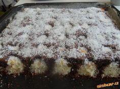Čokoládovo-kokosové řezy (vynikající) Nutella, Czech Recipes, Sweets Cake, Sweet Desserts, Winter Food, Amazing Cakes, A Table, Sweet Tooth, Easy Meals