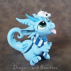 Me in Dragon blue, and you in teeny tiny and adorable! Dragon loves his Pixie so much! Polymer Clay Dragon, Polymer Clay Figures, Cute Polymer Clay, Polymer Clay Animals, Cute Clay, Fimo Clay, Polymer Clay Projects, Polymer Clay Creations, Diy Fimo