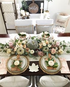 Beautiful Thanksgiving tablescape centerpiece: green with pink Thanksgiving Table Centerpieces, Thanksgiving Table Runner, Thanksgiving Tablescapes, Seasonal Decor, Holiday Decor, Holiday Crafts, Holiday Ideas, Deco Table, Fall Home Decor