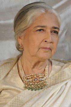 "Antique ""Jadav"" style Tanmani and Jhumki -- Typically Maharashtrian. Royal Jewelry, Emerald Jewelry, Beaded Jewelry, Gold Jewelry, Metal Jewellery, Antique Jewellery, Pearl Jewelry, Gold Earrings, Indian Jewellery Design"