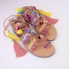 Tie up pom pon sandals Hawai by Ilgattohandmade on Etsy #greeksandalsdiy