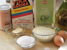 Buñuelos - AntojandoAndo Colombian Dishes, Colombian Cuisine, Colombian Recipes, Baking Powder Ingredients, Boricua Recipes, Christmas Dishes, Starco, Zucchini Bread, Corn Starch