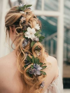 This stunning Elsa flower hair vine is the perfect hair accessory for a boho bride Bridal Hair Flowers, Bridal Hair Vine, Bridal Updo, Silk Flowers, Flower Braid Hair, Elegant Wedding Hair, Wedding Updo, Rustic Wedding, Wedding Dress