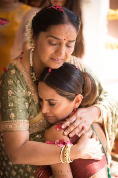 Words are not enough to express the unconditional love that exists between a mother and a daughter. Indian Wedding Photography Poses, Wedding Poses, Wedding Photoshoot, Wedding Portraits, Wedding Couples, Mother Daughter Wedding, Father Daughter Photos, Indian Wedding Ceremony, European Wedding