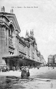 The façade of the Gare du Nord in the arrondissement is the work of the architect Jacques Hittorff, completed in 1865 Paris 1900, Old Paris, Vintage Paris, Paris France, Paris Pictures, Paris Photos, Old Pictures, Old Photos, Paris Travel