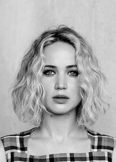 Jennifer Lawrence Hair in Bun Style to Become According to Her Award's Personality – Celebrities Woman My Hairstyle, Curly Bob Hairstyles, Curly Hair Styles, Celebrity Hairstyles, Hairstyles 2018, Curly Lob, Curly Short, Pixie Haircuts, Medium Hairstyles