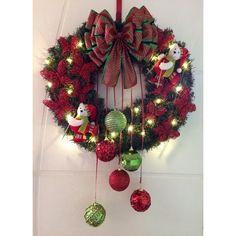 GUIRLANDA NATALINA (com iluminação de LED    Natal esta chegando?  É hora de decorar a sua residência, comércio, etc?  Então vamos decorar a sua porta de entrada com uma GUIRLANDA LINDA!!!    DESCRIÇÃO:  Guirlanda de 60 x 60 cm, decorada com dois lindos Ursos Esquiando de, Borboletas na cor verme... Silver Christmas Decorations, Homemade Christmas Decorations, Christmas Frames, Felt Christmas, Rustic Christmas, Xmas Crafts, Christmas Projects, Xmax, 242