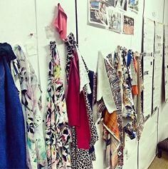 Um pouquinho do nosso backstage para vocês!!!   Este é um pedacinho do nosso painel de criação da coleção Verão 2015 com os tecidos e as estampas lindas! ♡♡♡  #fillity #fillityverao2015 #verao2015fillity #ss2015