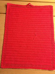 Håndklæde 2 Håndklædet måler 43 x 33 cm, er hæklet i 100% bomuld, løbelængde 120 m på hæklenål 2, der er hæklet frem og tilbage i ... Crochet Kitchen, Crochet Home, Crochet Rugs, Bomuld, Crochet Patterns, Blanket, Crafts, Dishcloth, Towels