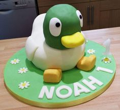 Sarah and Duck - cake Maybe I can decorate the other cake like this. 3rd Birthday Cakes, Birthday Balloons, 2nd Birthday Parties, Baby Birthday, Birthday Celebration, Second Birthday Ideas, Little Girl Birthday, Sarah Duck, Duck Cake