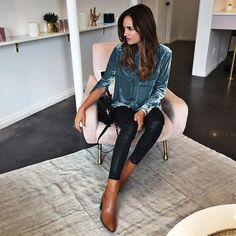 Fall Fashion Womens Fashion Lets Get Inspired.Visit Tiff Madison for more. Fall Winter Outfits, Autumn Winter Fashion, Fall Fashion, Moda Chic, Velvet Tops, Passion For Fashion, Dress To Impress, Ideias Fashion, Casual Outfits