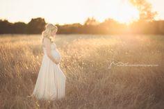 long dress // what to wear maternity inspiration // photo by: jenni jones photography