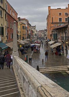 Ponte delle Guglie, ao lado da entrada do Gueto de Veneza. A comida do gueto é absolutamente fantástica.