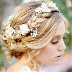 Braided hairstyles are en vogue for brides, we sha