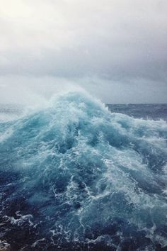 Rogue wave cresting