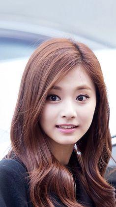 So cuteeeee tzuyu chou Cute Asian Girls, Sweet Girls, Cute Girls, Most Beautiful Faces, Beautiful Asian Women, Korean Beauty, Asian Beauty, Pretty Asian, Beautiful Actresses