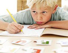 Los síntomas del TDAH en la niñez son el basicamente pobre control de impulsos, hiperactividad (no poder quedarse quieto), dificultad para concentrarse en tareas inmediatas, y la incapacidad para prestar atención a la instruction.