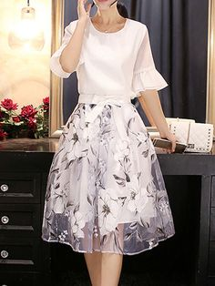 White Bell Sleeve Printed Two Piece Elegant Dress : White Bell Sleeve Printed Two Piece Elegant Dress Elegant Dresses For Women, Pretty Dresses, Beautiful Dresses, Casual Dresses, Fashion Dresses, Skirt Outfits, Dress Skirt, Look Fashion, Fashion Design